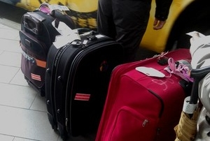 印度占星取經回國 行李超重