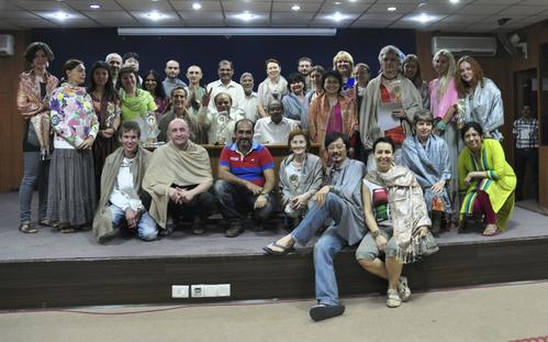 印度占星學院合影 --唯一華人博主博版面@最前排